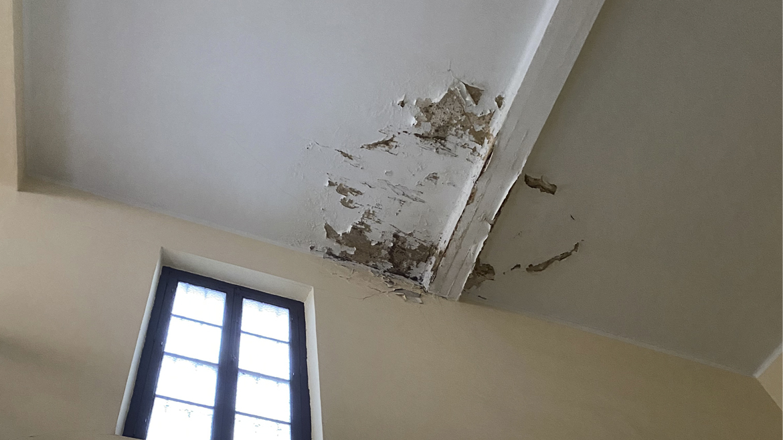¿Puede la Comunidad negarse a reparar las humedades de mi vivienda si provienen de elementos comunes?